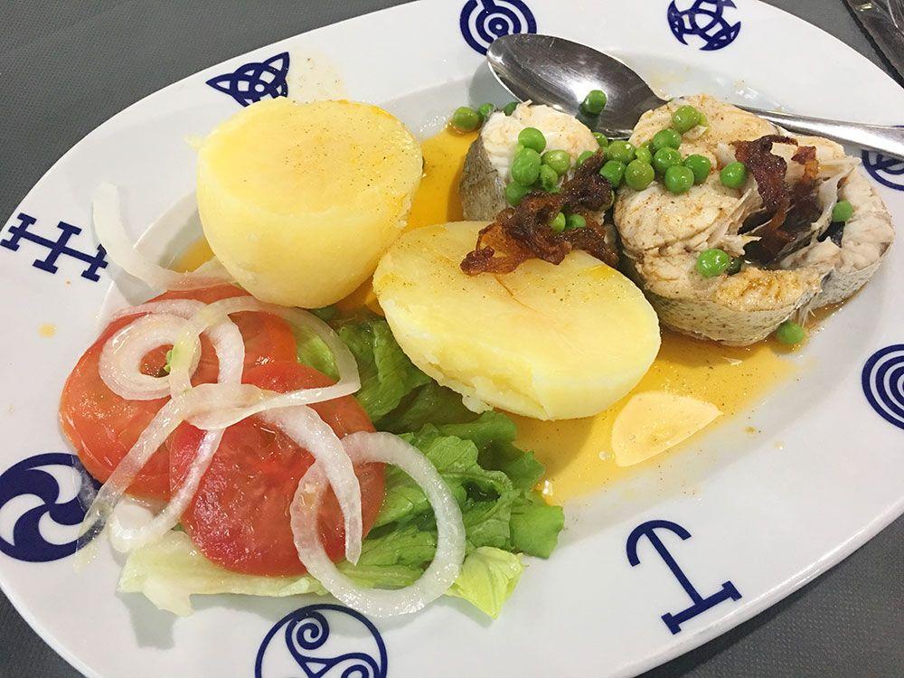 Valdoviño - Restaurante A Saiña - Merluza a la gallega