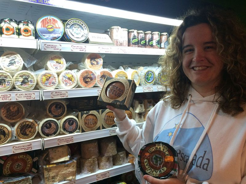 Variedades de queso en la tienda El Rinconín - Arenas de Cabrales