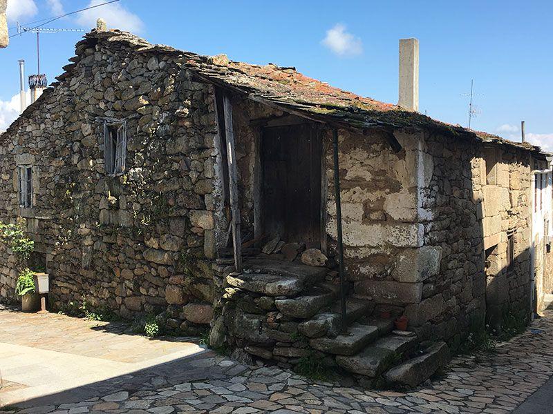 Villa medieval de Manzaneda - Trives - Antigua vivienda
