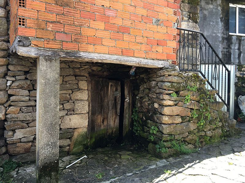 Villa medieval de Manzaneda - Trives - Escalera