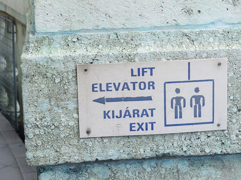 Visita a la Basílica de Budapest - Ascensor