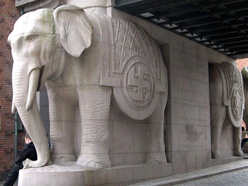 Visita a la fábrica Carlsberg - Copenhague - Puerta de los Elefantes