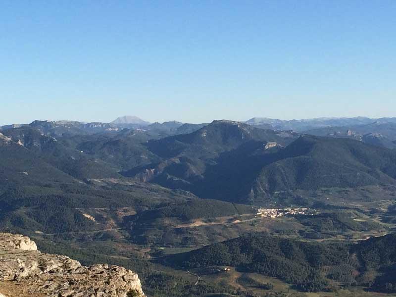 El pueblo de Siles desde la Piedra del Cambrón