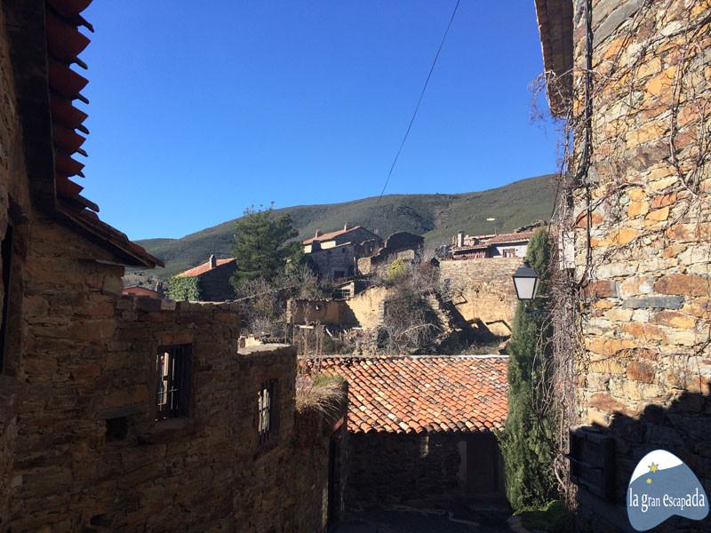 Vistas de parte del pueblo desde una calle