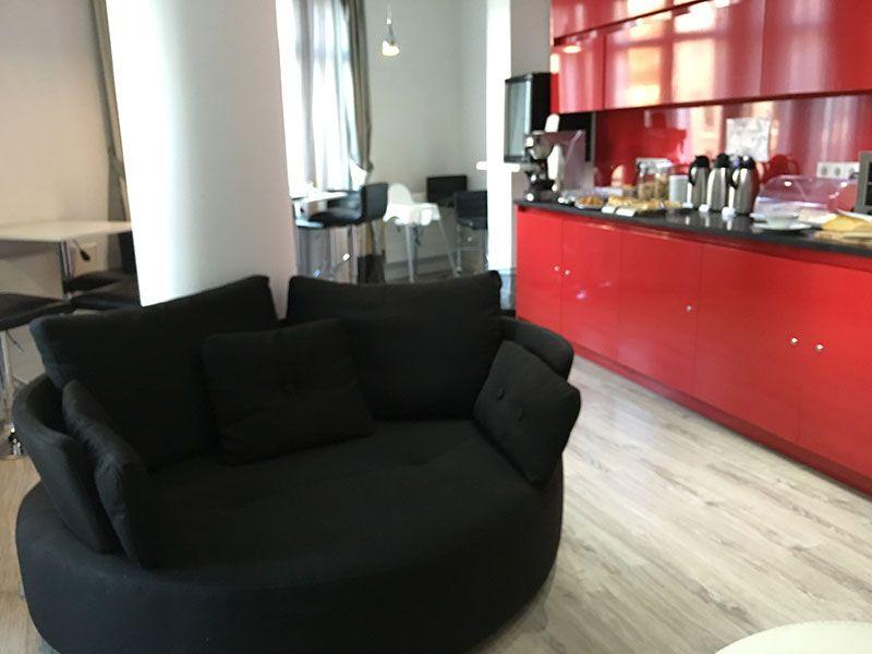 Vitium Urban Suites - Hostal en la Gran Vía de Madrid - Sofá en el desayuno buffet